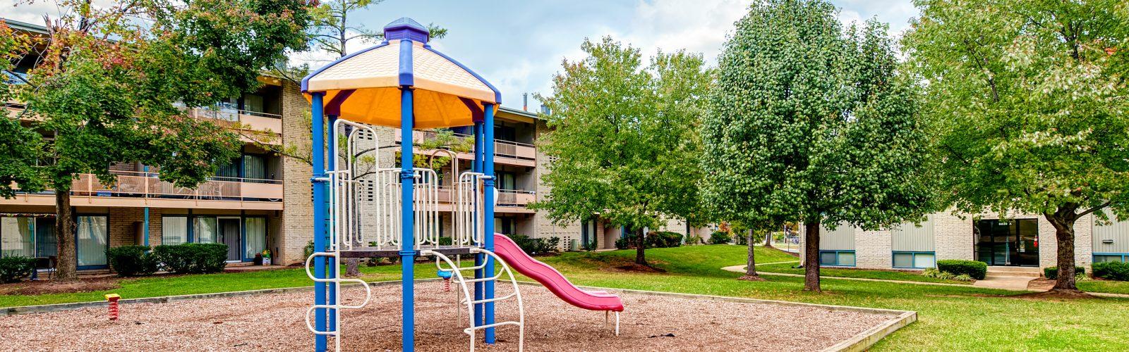 Auburn_Manor-Playground